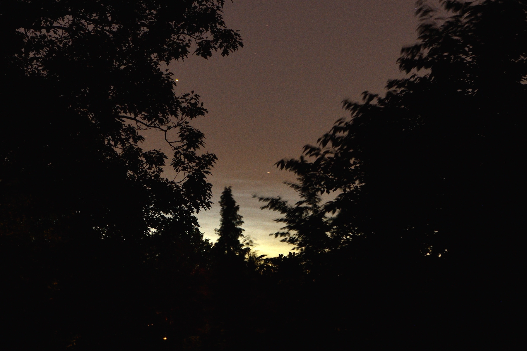 Nachtleuchtende Wolken NLC über Aachen