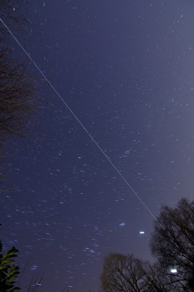 Die ISS beim Überflug über Aachen am 27.03.2020. Summe aus 9*30s Aufnahmen.